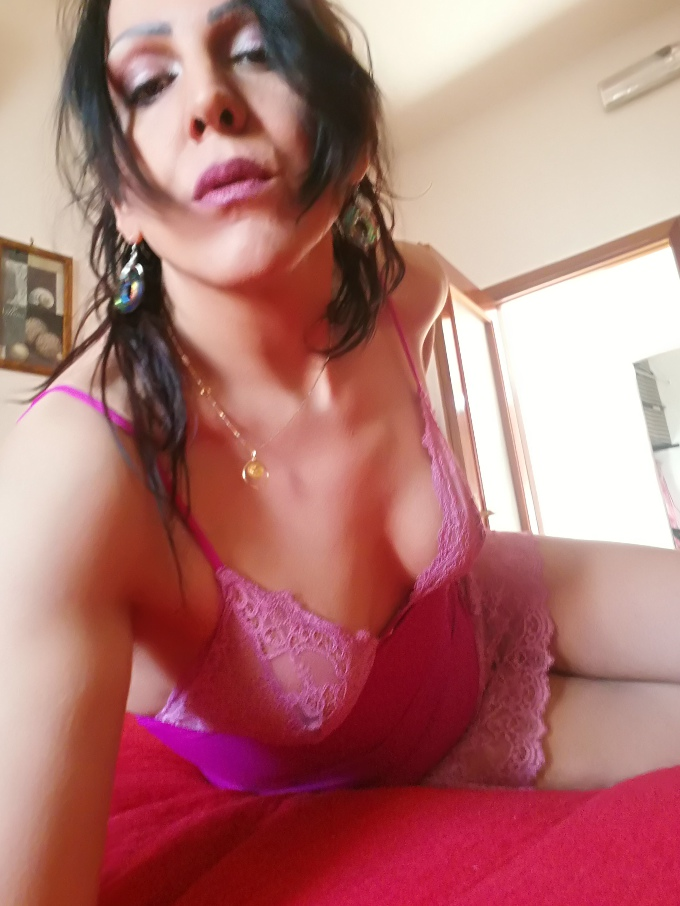 Annuncio Escort Ads - 💋LOREDANA cortigiana trans italiana disponibile in Camera b&b Bari zona santa fara anche domicilio videochat hot